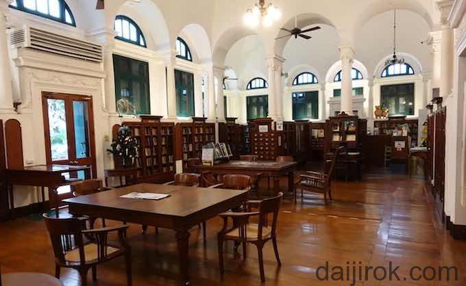 เนลสัน เฮย์ ห้องสมุด3